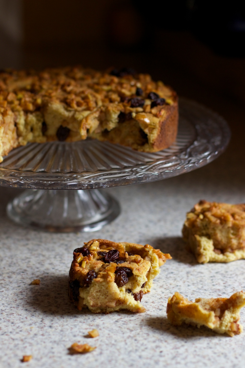 Cinnamon bun cake with apple filling