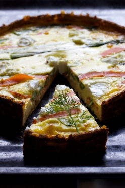 Quiche with smoked salmon, asparagus and chèvre, low carb, gluten free, andometriosis friendly