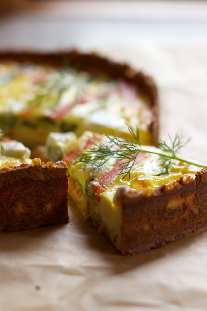 Quiche with smoked salmon, asparagus and Chèvre