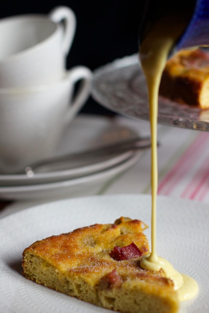 Rhubarb cake with vanilla custard