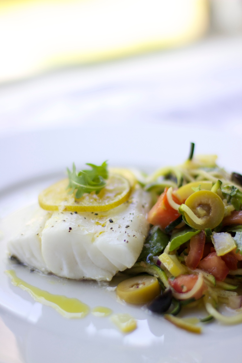 Baked cod with squash- and tomato salad
