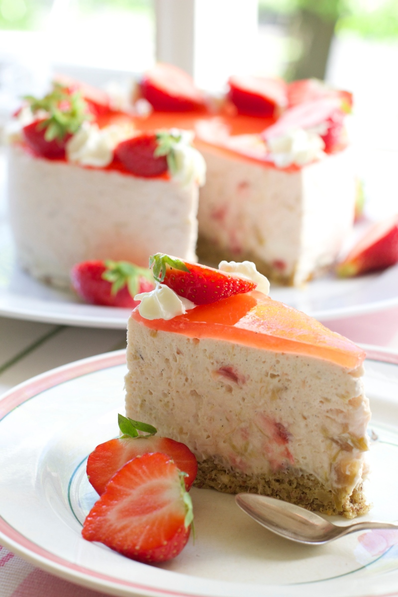 Early-summer rhubarb and strawberry cheesecake