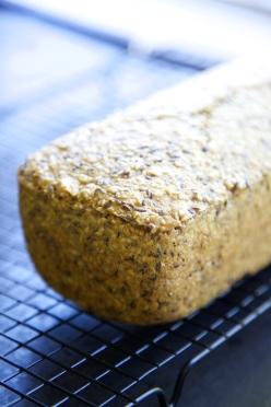 Walnut- and flaxseed bread