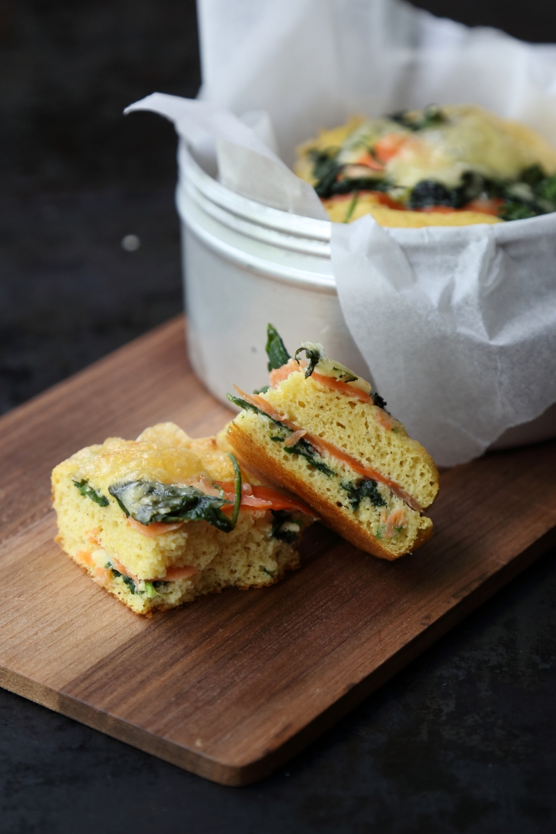 small lunch cakes with spinach and smoked salmon, low-carb and gluten free