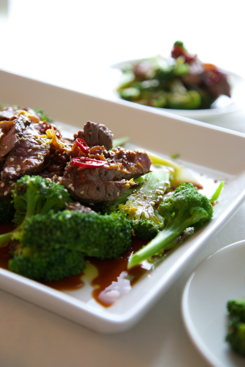 Broccoli and beef with soy sauce and ginger - 10 minute meal