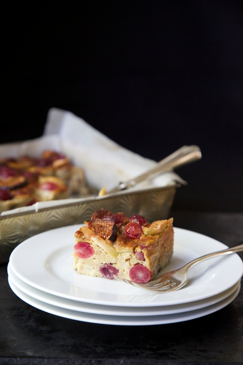 Sweet grape, fig and apple cake, sugar and gluten free