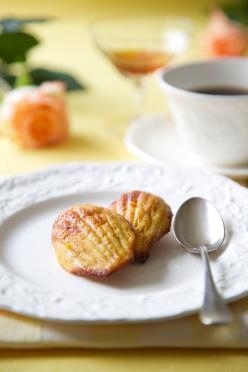 Orange Madeleines with Grand Marnier, sugar and gluten free