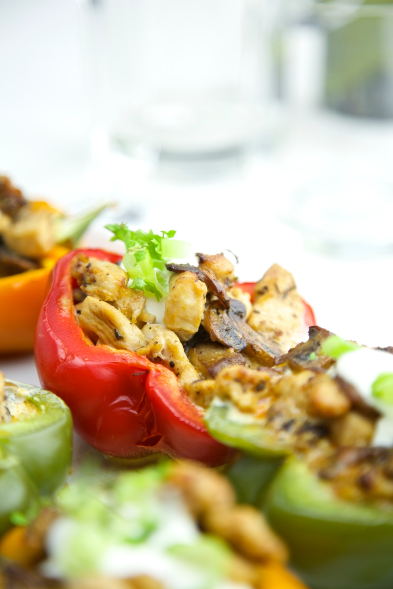 Grilled paprika with chicken and mushrooms