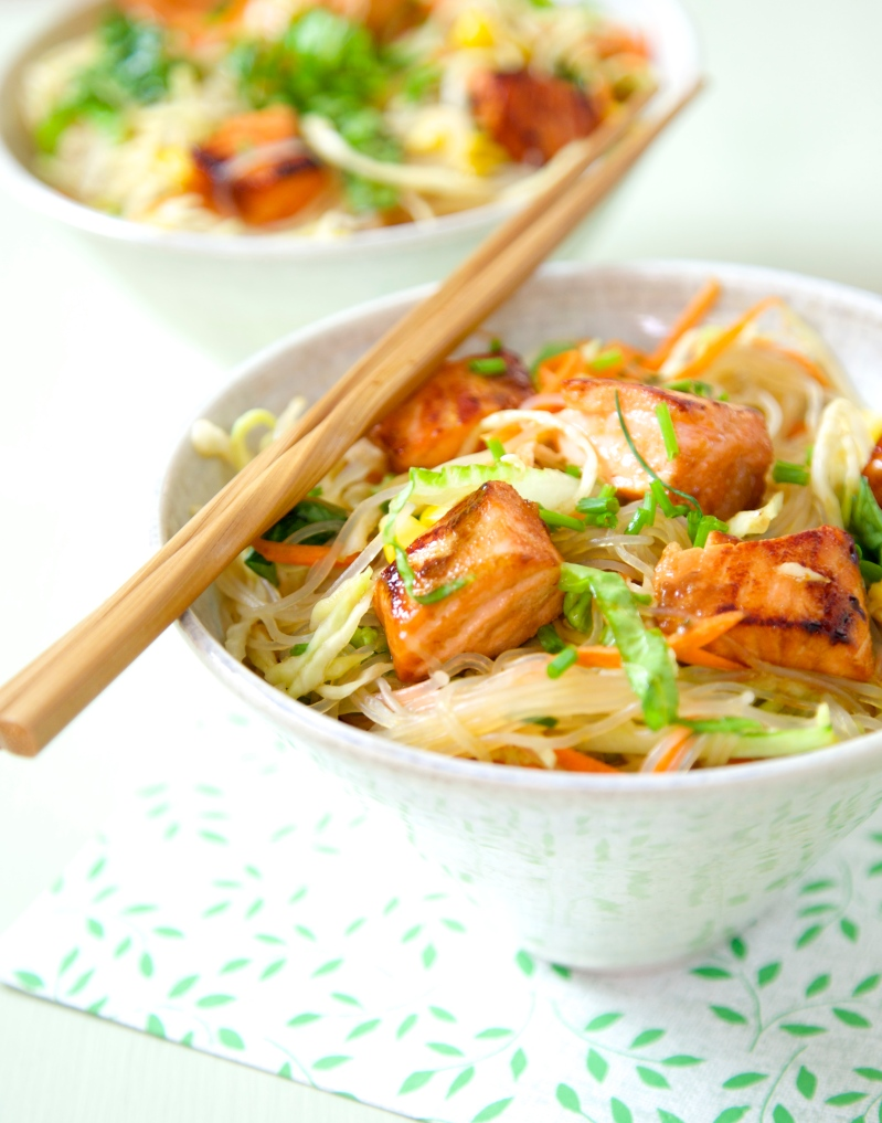 Shirataki noodle salad with salmon and vegetables; Low GI, gluten free and low-carb
